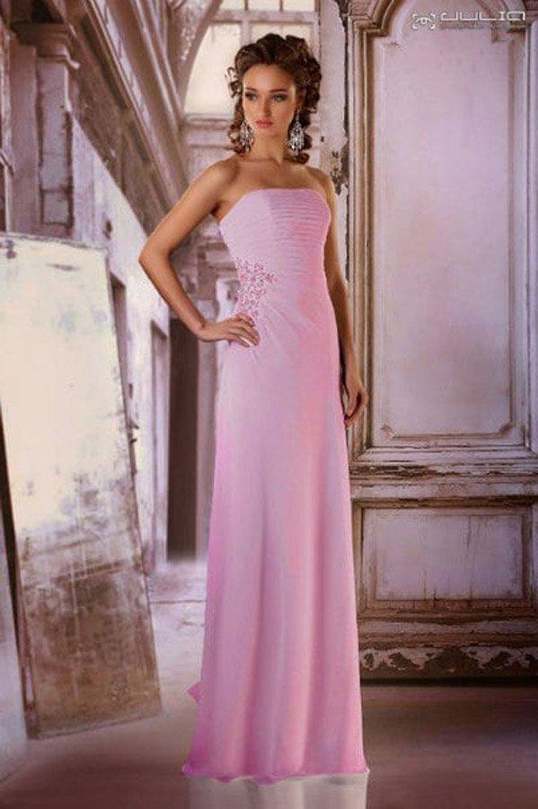 Облегающее вечернее платье романтичного розового цвета.