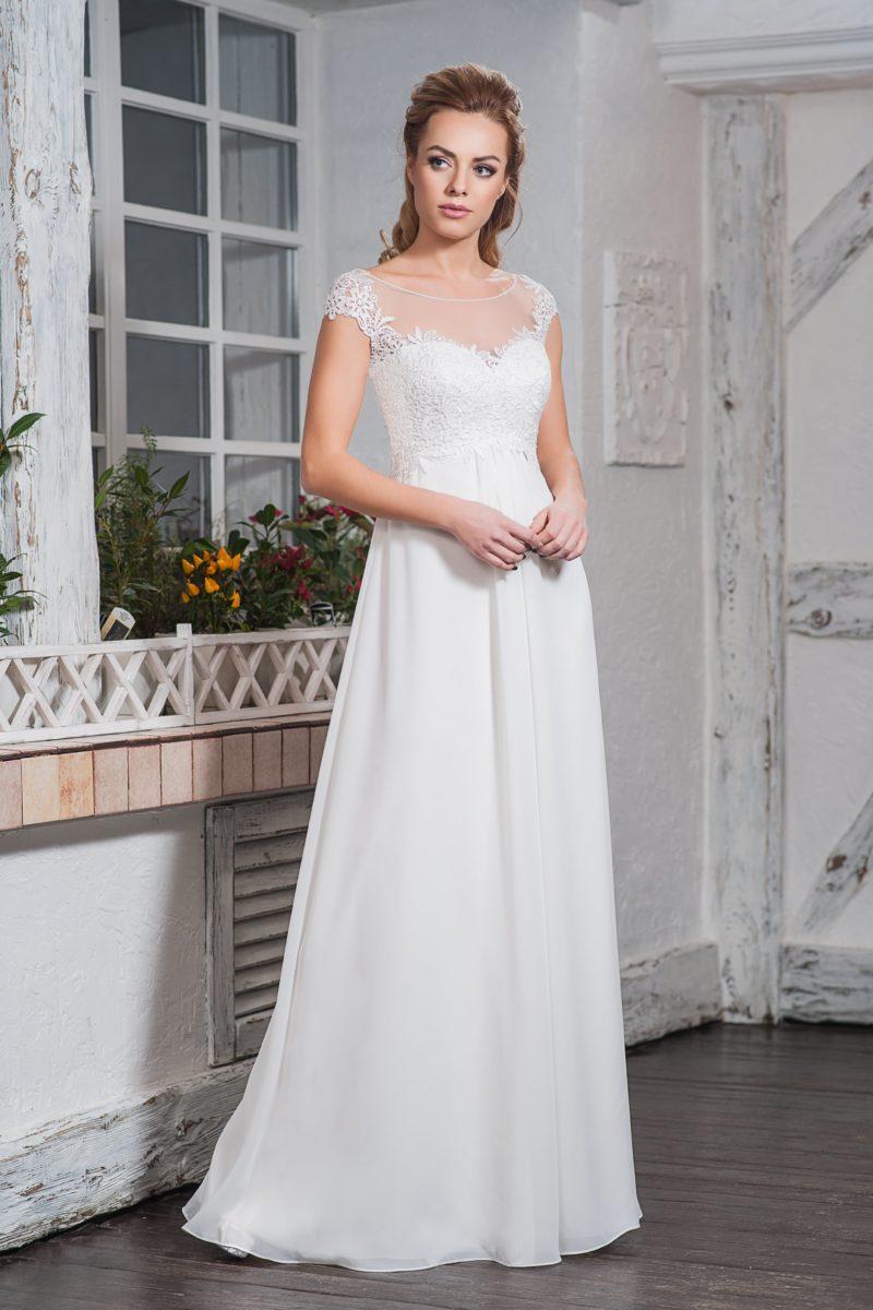 Элегантное свадебное платье с коротким кружевным рукавом.