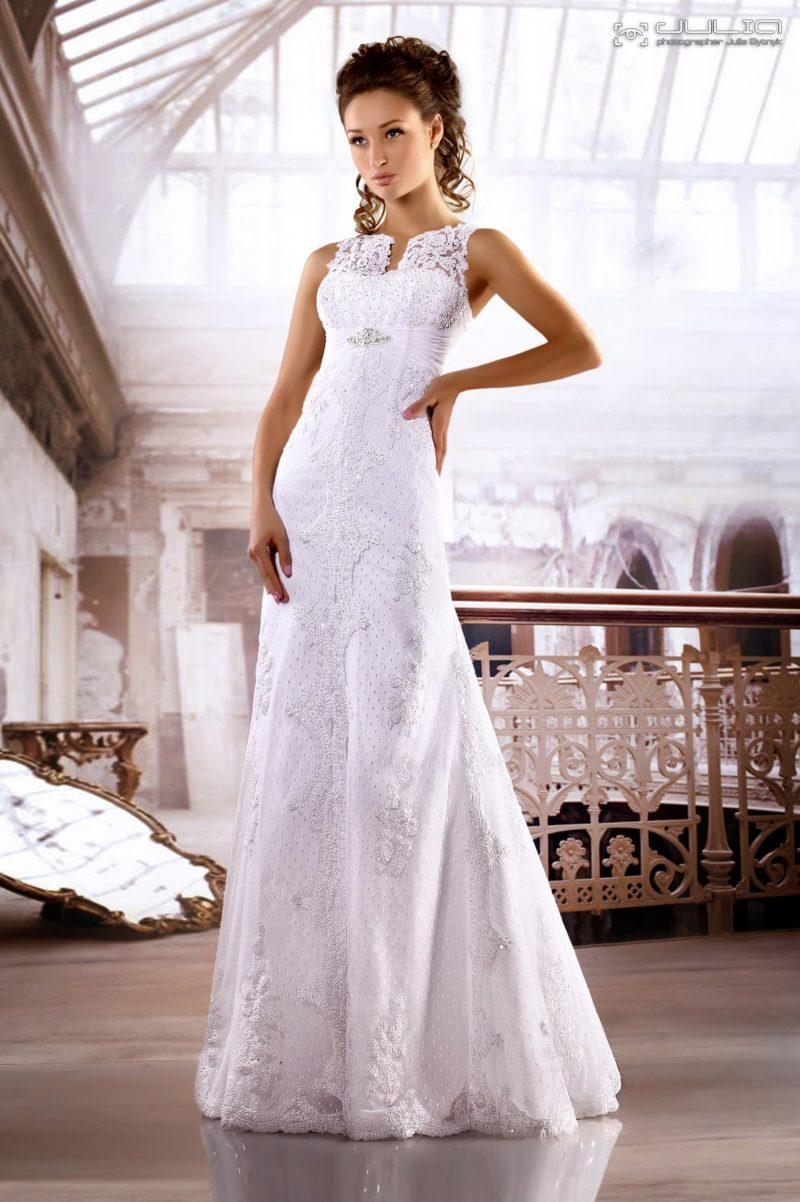 Свадебное платье «принцесса» с оригинальным кружевным декором.