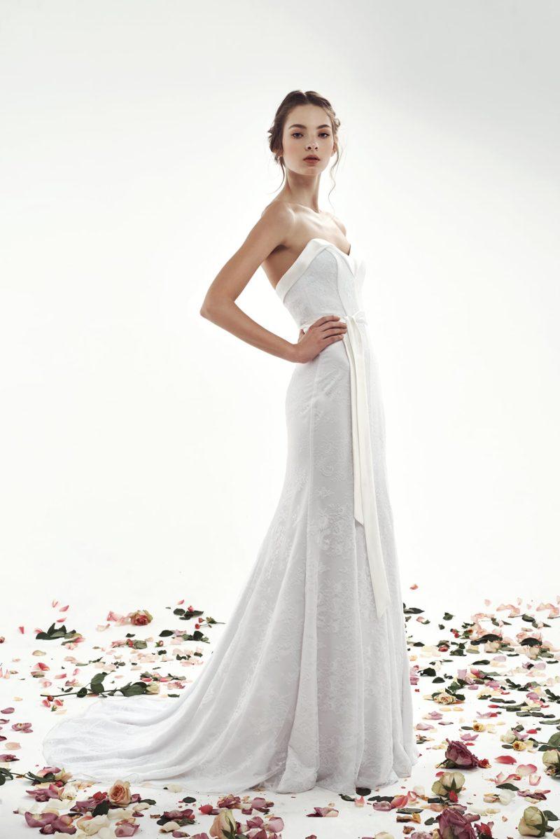 Свадебное платье «рыбка» с атласным декором лифа в форме сердца.