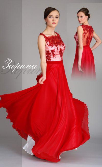 Прямое вечернее платье насыщенного красного цвета со сверкающей вышивкой по лифу.