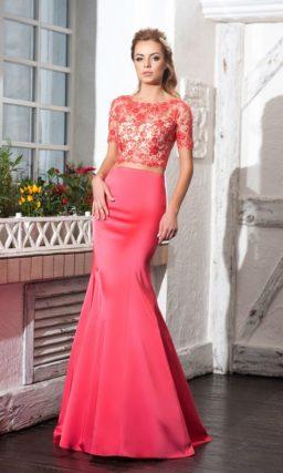 Облегающее вечернее платье с укороченным кружевным топом.