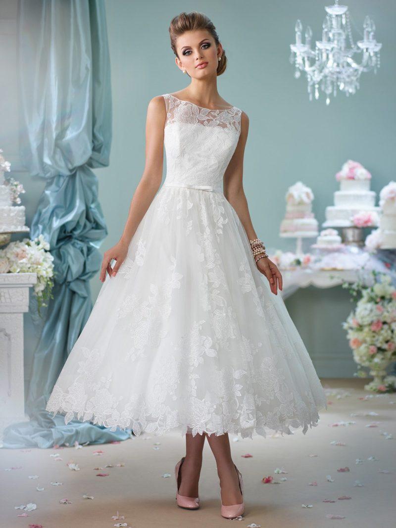 Торжественное свадебное платье с юбкой чайной длины и изящным кружевом.