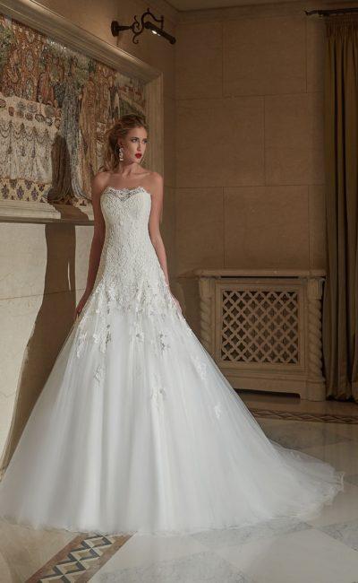 свадебное платье силуэта «трапеция»