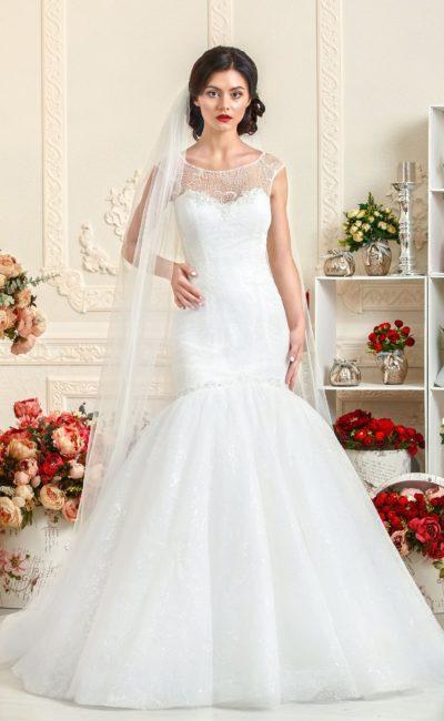 Стильное свадебное платье «рыбка» с закрытым полупрозрачной вставкой лифом-сердечком.