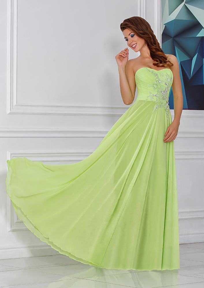 Романтичное вечернее платье с открытым верхом и вышивкой по корсету.
