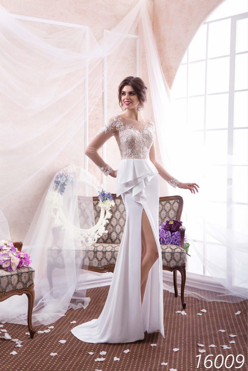 Прямое свадебное платье с объемной асимметричной баской и бисерной вышивкой на корсете.