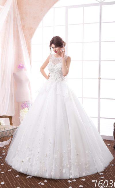 Закрытое свадебное платье «принцесса» с объемной кружевной отделкой и аппликациями.