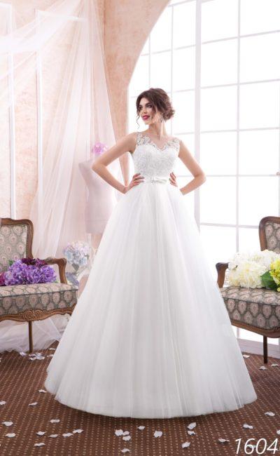 Романтичное свадебное платье с пышной элегантной юбкой и кружевными аппликациями.