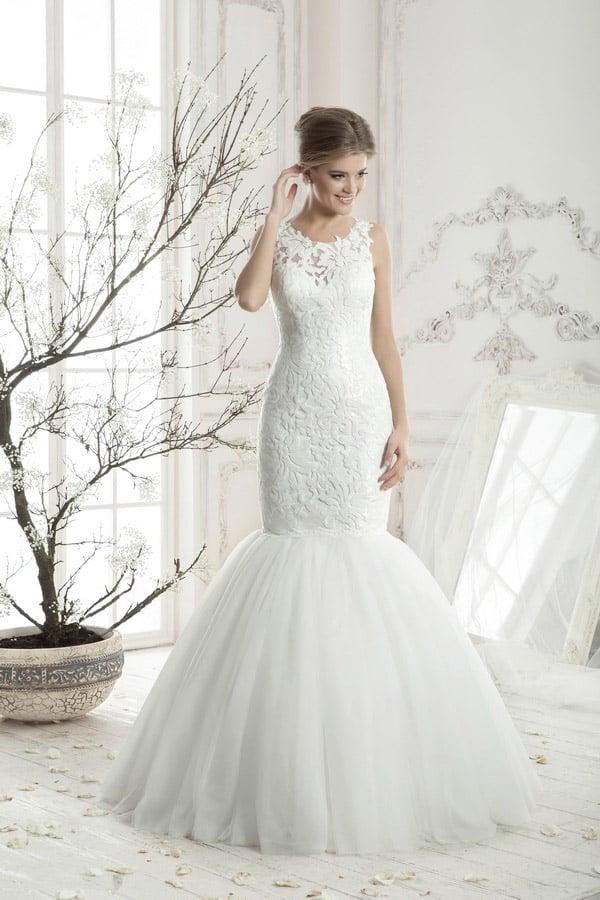 Роскошное свадебное платье с пышной юбкой «рыбка» и элегантным кружевным корсетом.