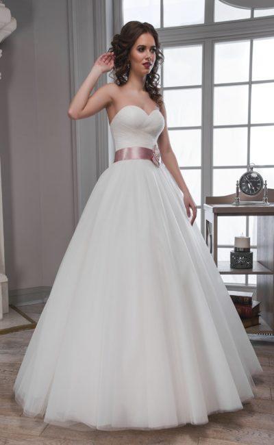 Недорогое свадебное платье с поясом