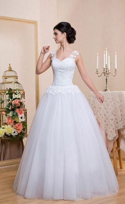 Дешевое свадебное платье с пышным силуэтом