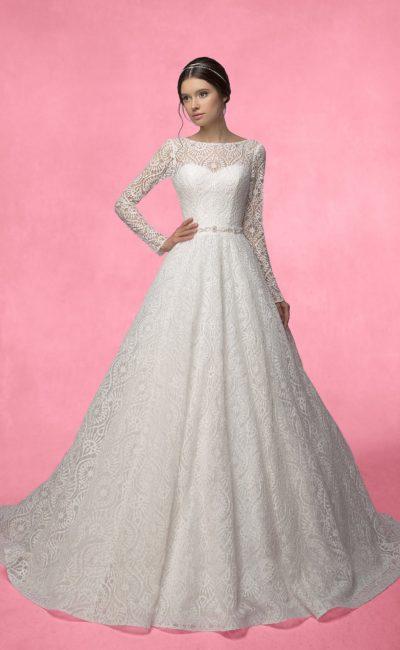 Свадебное платье из плотного кружева