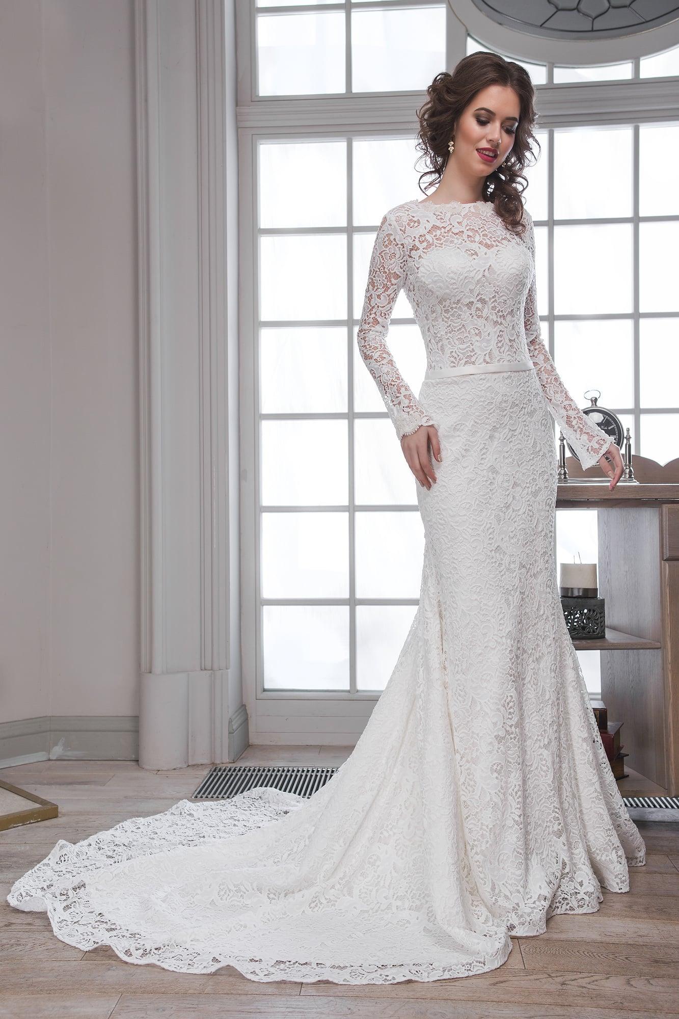 ef54f3d2caf Кружевное свадебное платье «русалка» с длинным рукавом и романтичным  шлейфом.