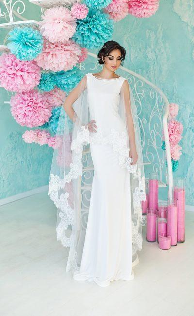 Свадебное недорогое платье с накидкой