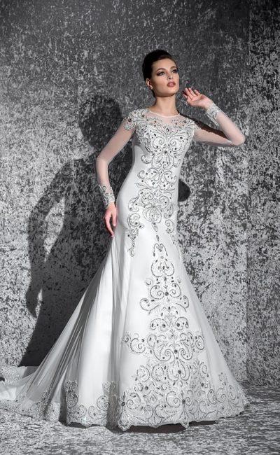 Атласное свадебное платье «рыбка» с бисерной вышивкой по всей длине и полупрозрачными рукавами.