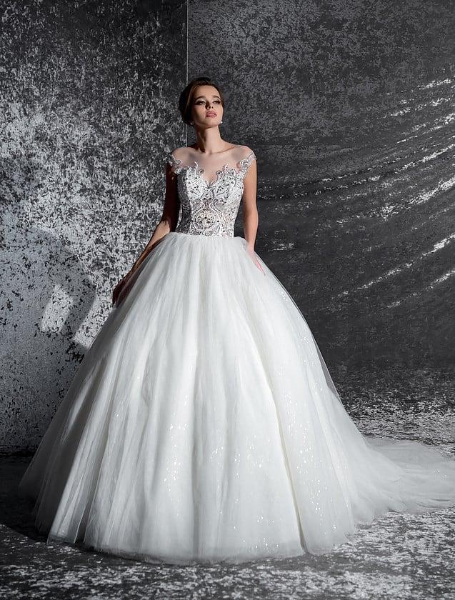 Воздушное свадебное платье с открытой спинкой и сияющим декором корсета с прозрачной вставкой.