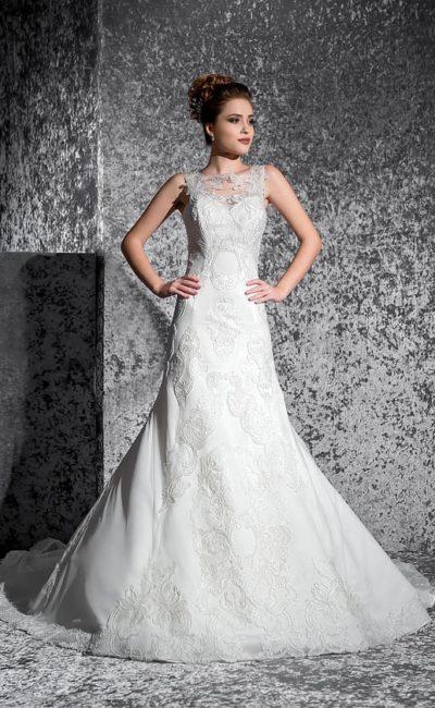 Свадебное платье «рыбка» с открытой спинкой и отделкой романтичными кружевными аппликациями.