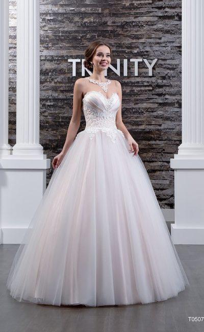 Воздушное свадебное платье с атласным корсетом и полупрозрачной вставкой сзади.