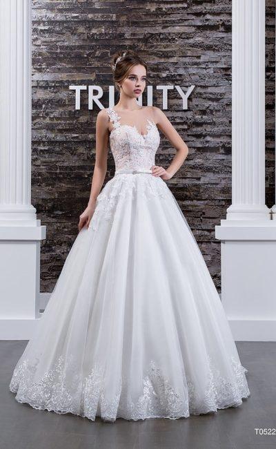 Великолепное свадебное платье с кружевным корсетом и прозрачной вставкой на спинке.