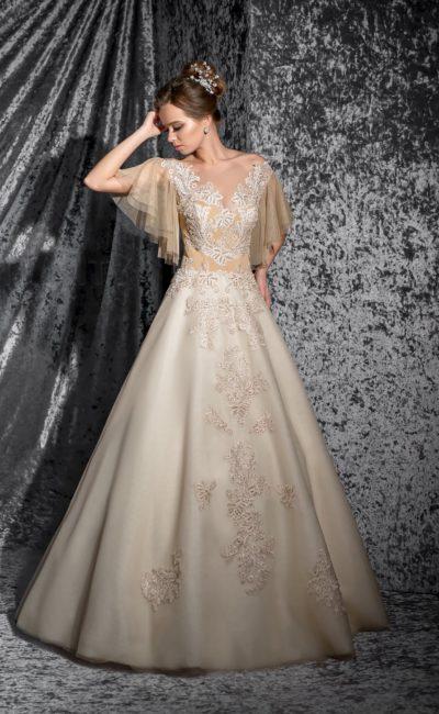 Оригинальное свадебное платье пышного кроя с широкими рукавами кофейного оттенка и юбкой цвета айвори.