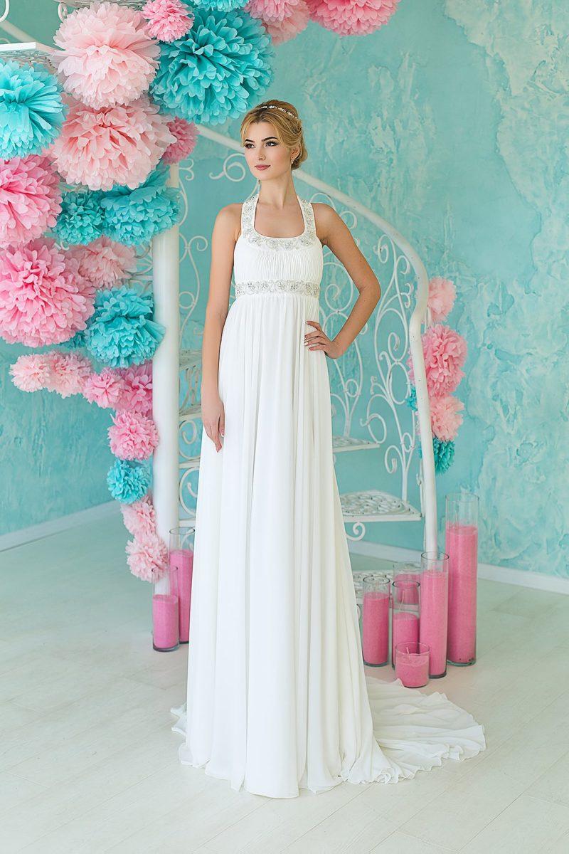 Ампирное свадебное платье с вышивкой под лифом и оригинальным вырезом каре.