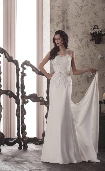 Стильное свадебное платье прямого кроя с прозрачной отделкой верха и длинным тонким шлейфом.