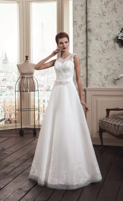 Утонченное свадебное платье «принцесса» с фактурной вышивкой по корсету с изящным вырезом.