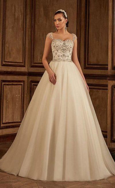 Свадебное платье расшитое стразами