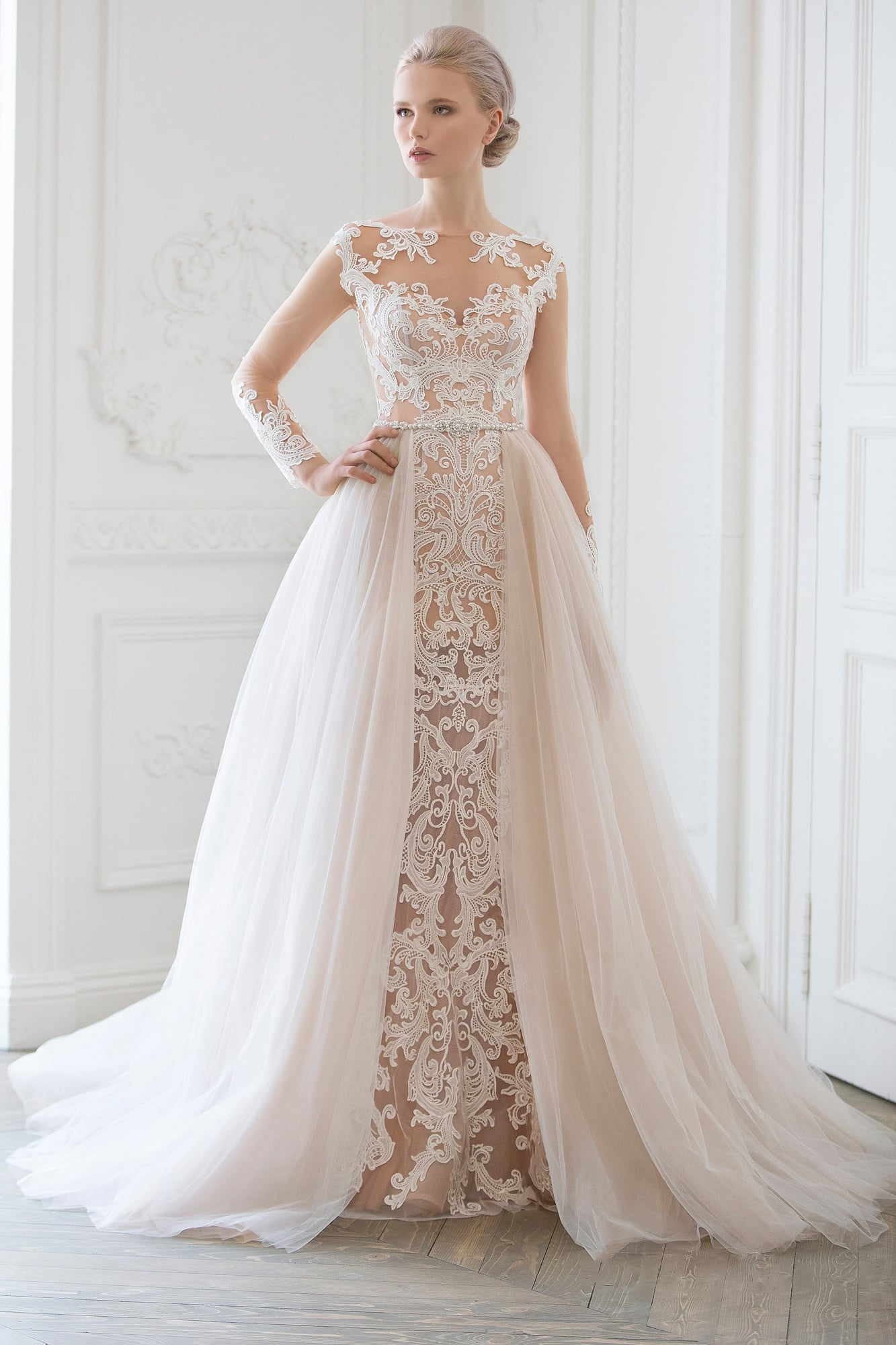 d7dedbf8c3ce00 Потрясающее свадебное платье-трансформер с объемной верхней юбкой и бежевой  подкладкой.