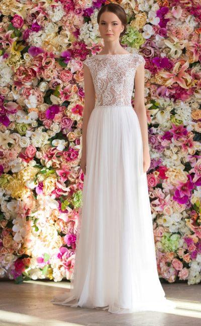 Прямое свадебное платье с изящной юбкой и закрытым верхом с иллюзией прозрачности.