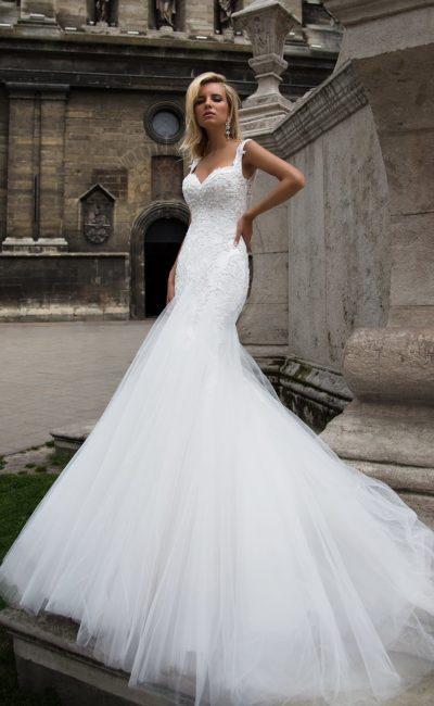 Свадебное платье с ажурной отделкой верха и безупречным облегающим кроем «рыбка».