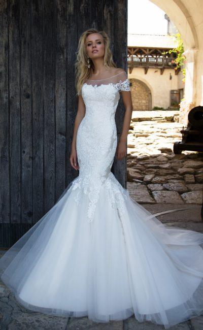Роскошное свадебное платье с атласной подкладкой и многослойной юбкой «русалка».