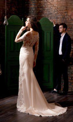 Свадебное платье «русалка» с полупрозрачным верхом с длинным рукавом, украшенным вышивкой.