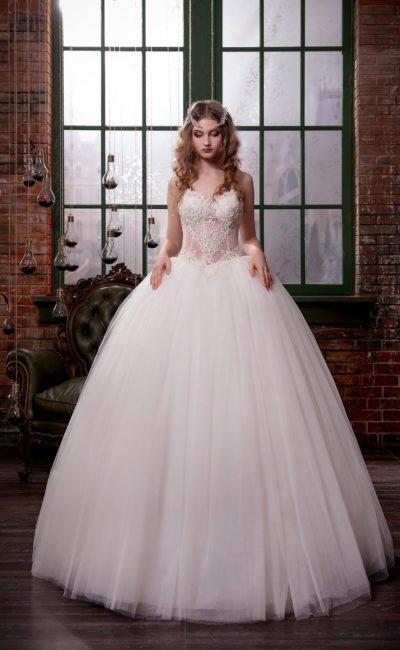 Соблазнительное свадебное платье с воздушным подолом и полупрозрачным корсетом.