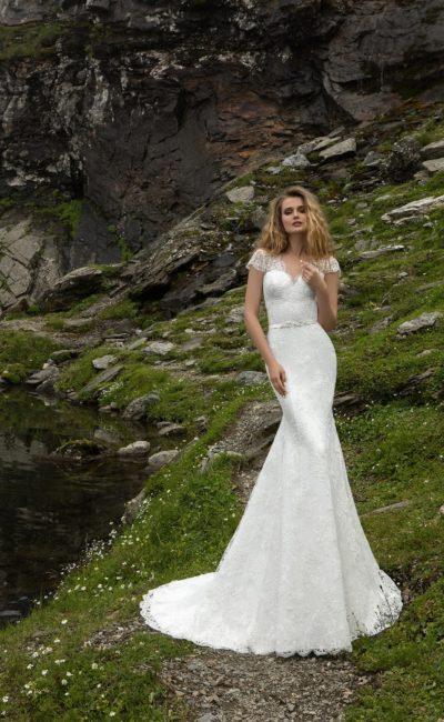 Платье с коротким кружевным рукавом