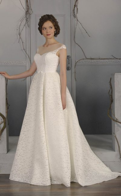Великолепное свадебное платье «принцесса» из плотной фактурной ткани, дополненное шлейфом.
