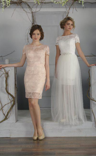 Стильное свадебное платье «футляр» с полупрозрачной верхней юбкой и закрытым лифом.