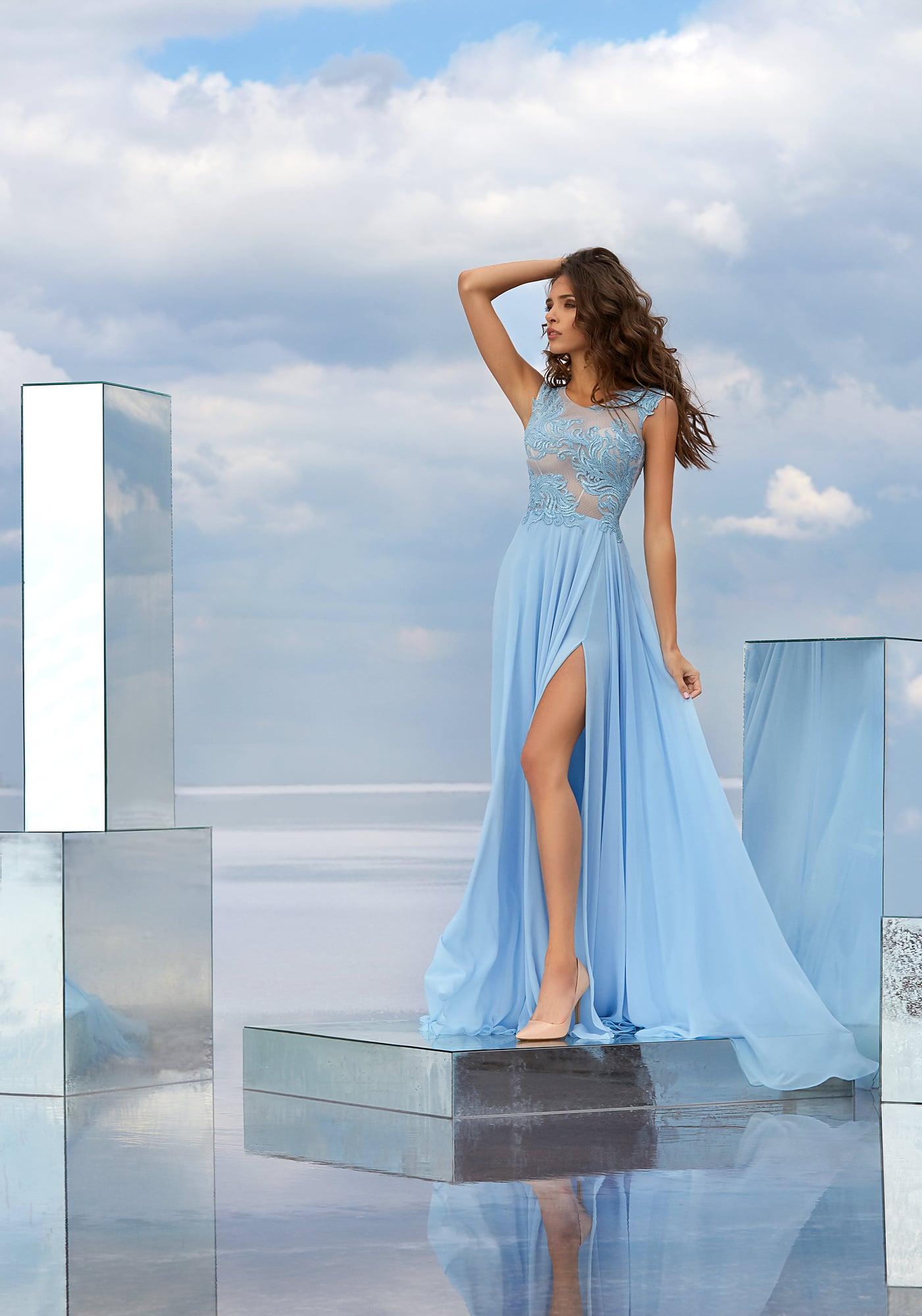 2e2e257194d5279 Голубое вечернее платье с кружевным полупрозрачным верхом и чувственной  юбкой.