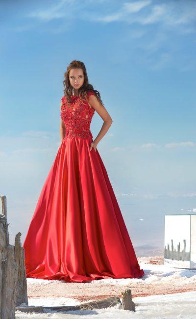 Закрытое красное платье