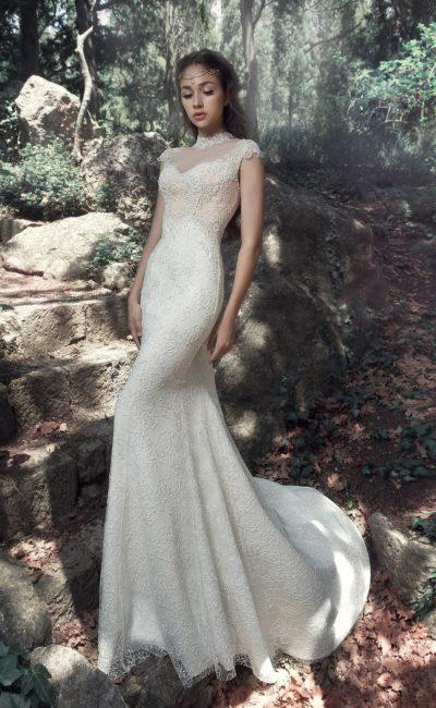 Кружевное свадебное платье с закрытым верхом и юбкой «русалка».