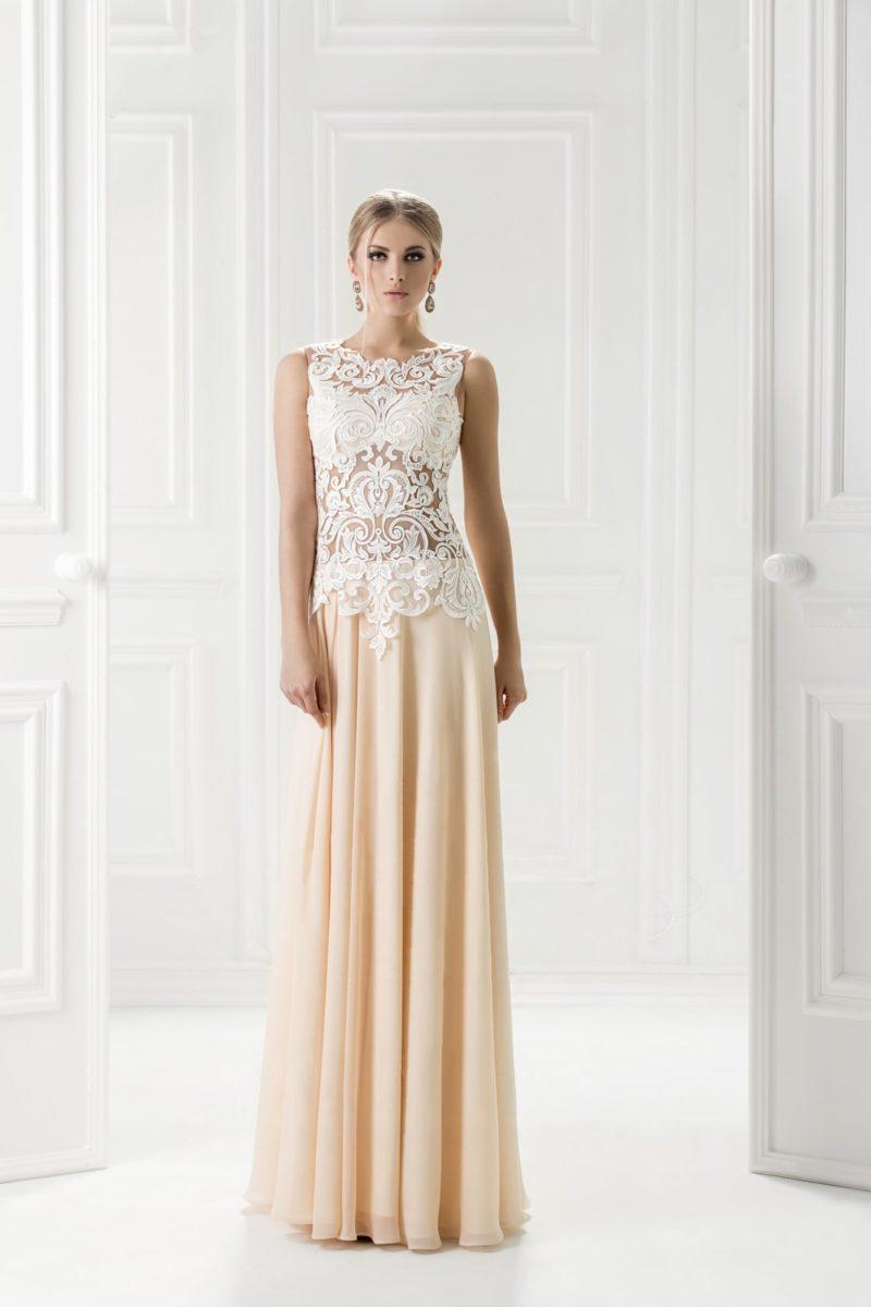 Вечернее платье с полупрозрачным кружевным верхом.