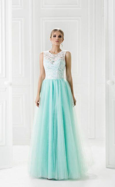 Прямое вечернее платье с бирюзовой юбкой и полупрозрачным верхом.