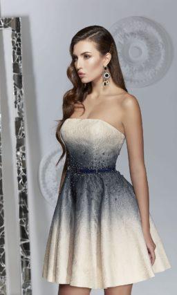 Открытое вечернее платье бежевого цвета с контрастным декором.