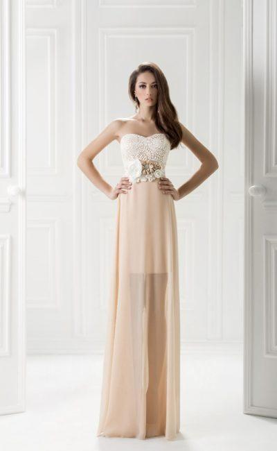 Вечернее платье с кружевным верхом и полупрозрачной юбкой.