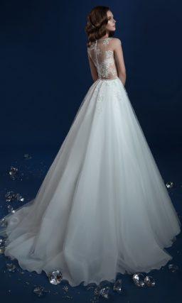 Чувственное свадебное платье с полупрозрачным верхом и юбкой А-кроя.