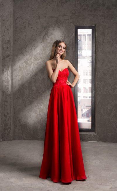 Пышное вечернее платье с кружевным открытым корсетом.
