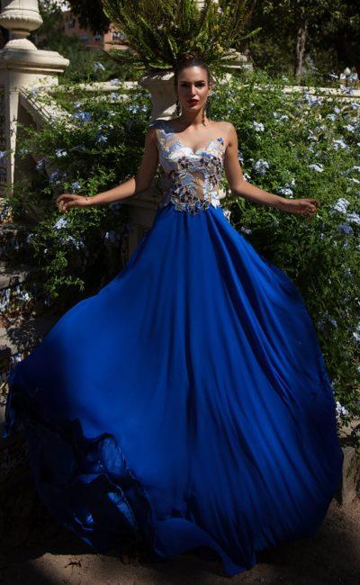 Платье с длинной юбкой