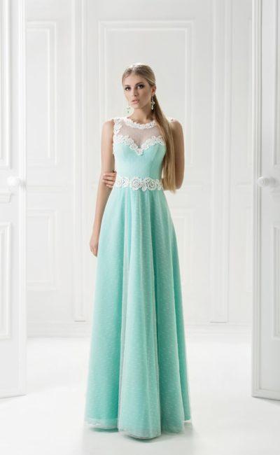 Мятное вечернее платье прямого кроя с полупрозрачной отделкой.