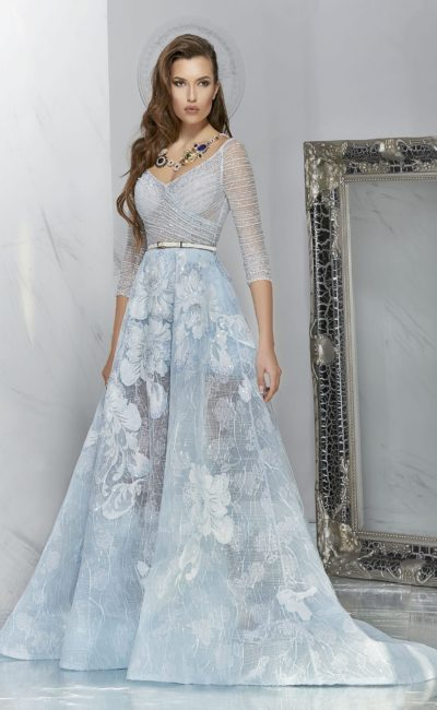 Красивое голубое платье